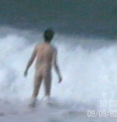 Patrick nu dans la mer