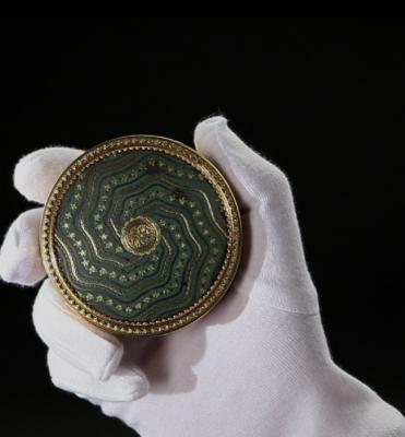 Boîtes en or et objets de vertu